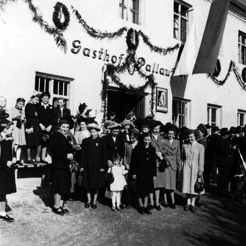 pallauf-arbing-gasthof-hochzeiten-feiern-lieferdienst_brauchtum-trachtler-reischach-alt_02_quadratisch