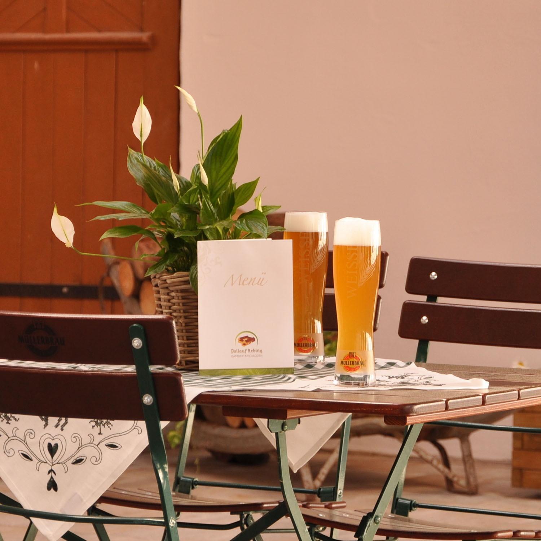 pallauf-arbing-gasthof-hochzeiten-feiern-lieferdienst_hofgarten-innenhof_10_quadratisch